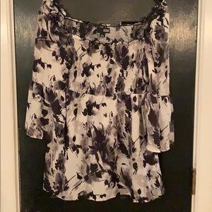 New a.n.a. Black white floral blouse small